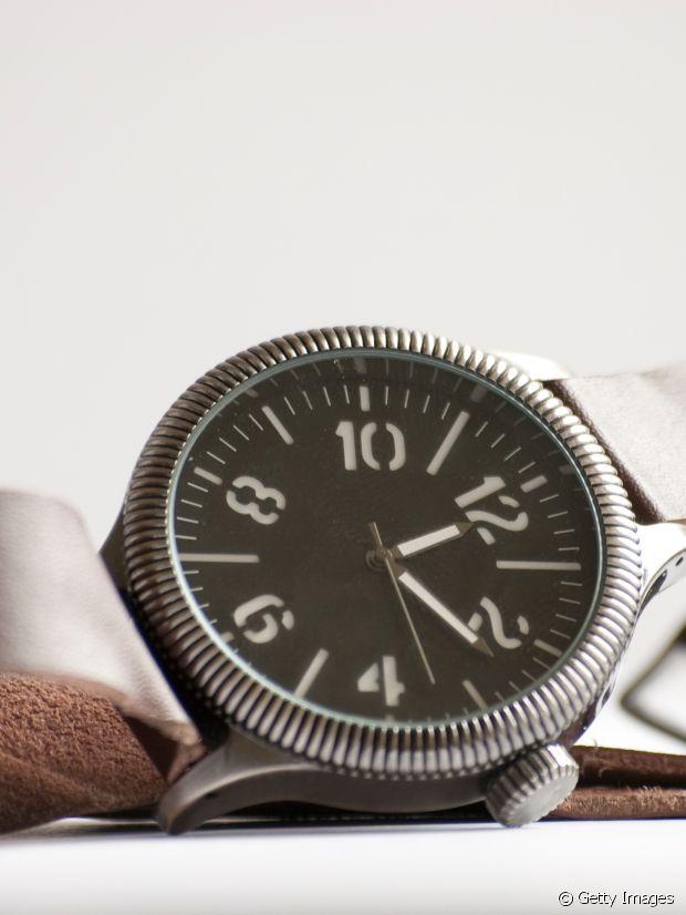 2 astuces de grand m re pour r parer une montre ray e. Black Bedroom Furniture Sets. Home Design Ideas