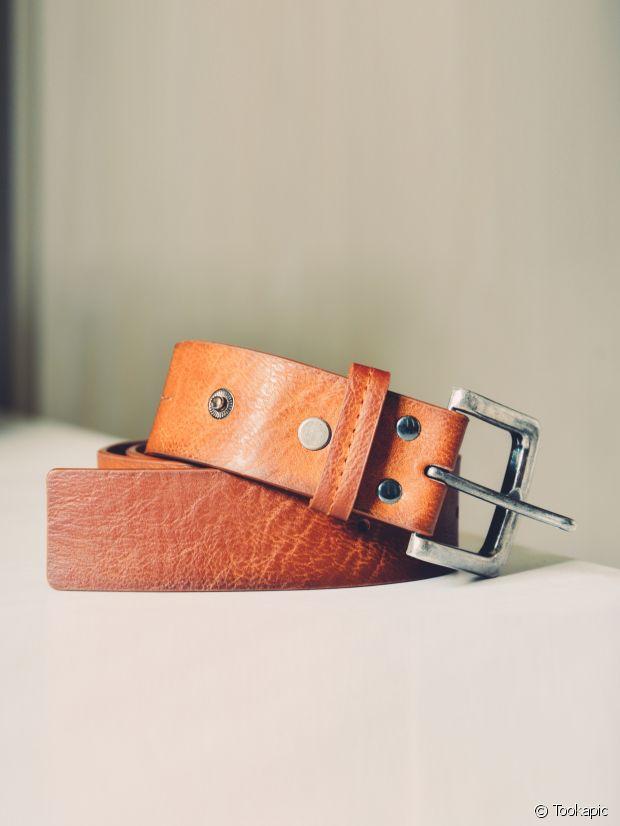 Une ceinture en cuir, esprit vintage